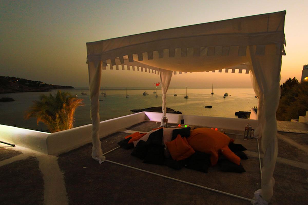 Chiringuito Cala Tarida Ibiza Beach Bar Ambiente